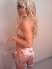Hot crossdresser porn pics. Gigabytes of male crossdressing pictures, sissy porn galleries, cd boys with toys